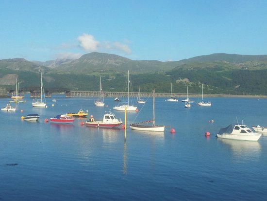 Belle Vue Hotel: BARMOUTH HARBOUR