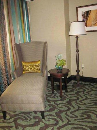 Casino Del Sol Resort: Chaise in bedroom