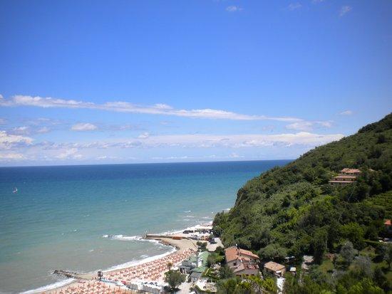 Hotel Capo Est: La spiaggia dalla stanza