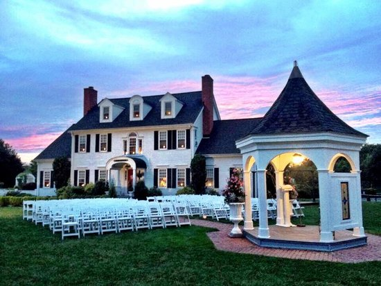 Five Bridge Inn Bed & Breakfast: Beautiful for a sunset wedding
