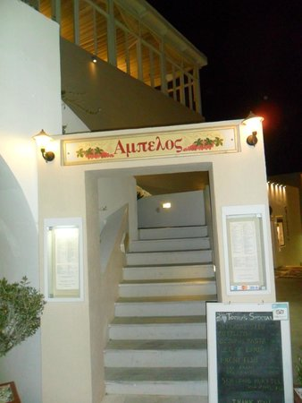 Ampelos Greek Restaurant & Wine Bar: L'ingresso del ristorante