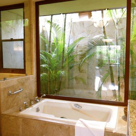Fairmont Mayakoba: The bathroom of our hacienda was gorgeous!