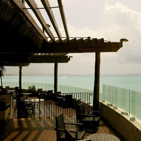 Fairmont Mayakoba: Eat lunch poolside and beachside.