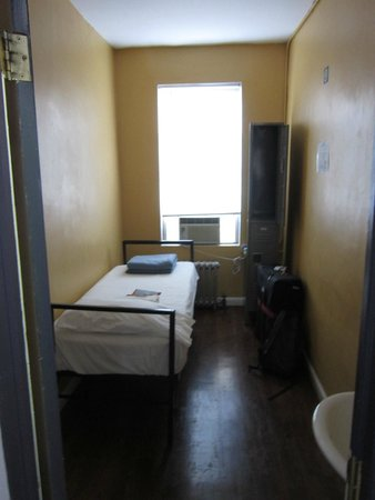 Chelsea International Hostel : Single room