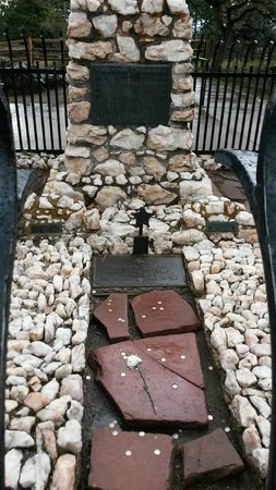 Buffalo Bill Grave and Museum: The Grave