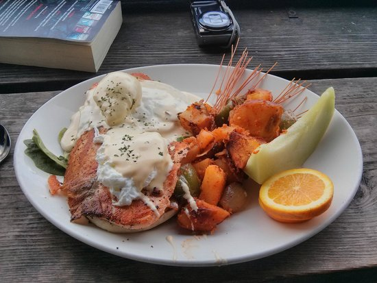 Eagle Cafe: Breakfast - Salmon Benedict