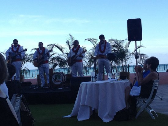 The Royal Hawaiian, a Luxury Collection Resort: The band
