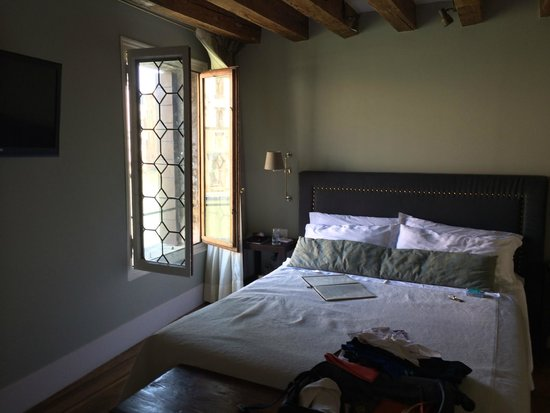 CimaRosa: The bed and one of the windows