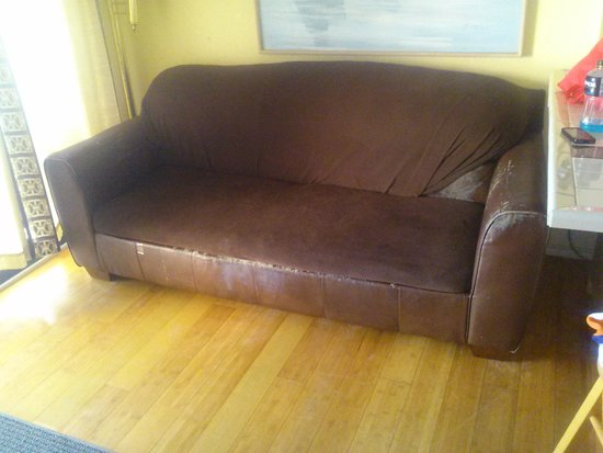Villa Del Sol: frat house sofa, worn out