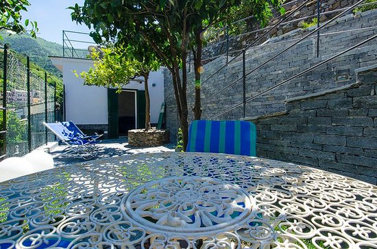 "Cinqueterre Residence: The new mini apartment ""Canneto"" the green patio"