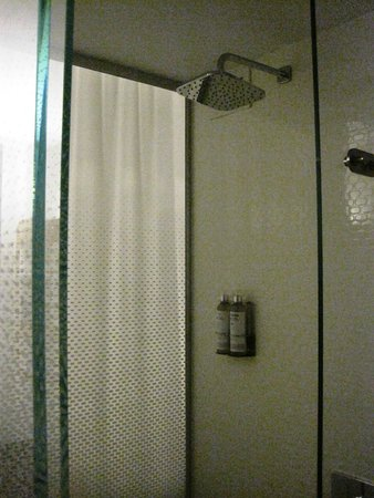 YOTEL New York at Times Square West : ducha.