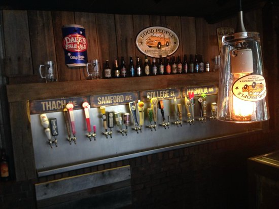 Fink's Craft Bar & Grill: Great beer selections
