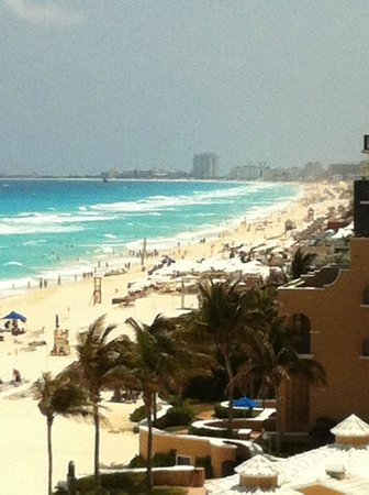 Ritz-Carlton Cancun: View of the beach from a Suite