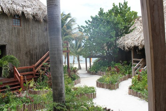 Ramon's Village Resort: Steps to the beach
