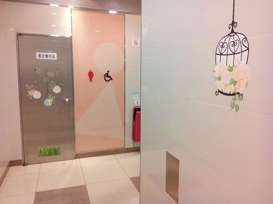 Seoul Metro : интерьер туалета на станции метро