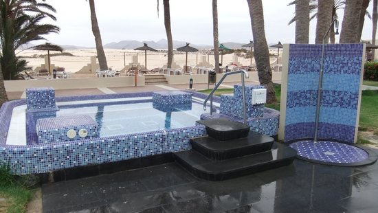 ClubHotel Riu Oliva Beach Resort: Jacuzzi/spa with cold water...brrr.....