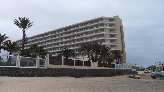 ClubHotel Riu Oliva Beach Resort: hotel from beach