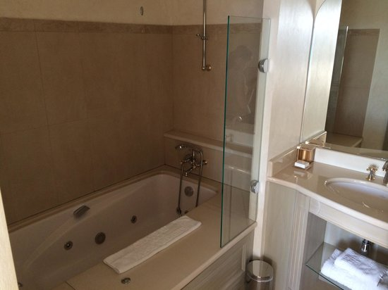 Chateau De La Messardiere : Bathroom