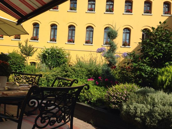 Four Seasons Hotel Istanbul at Sultanahmet: Courtyard
