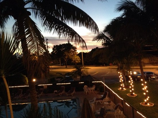 Hideaway Waterfront Resort & Hotel : A perfect evening at Hideaway Waterfront