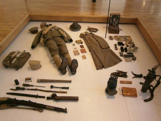 Historial de la Grande Guerre : uniforme et matériel de soldat français