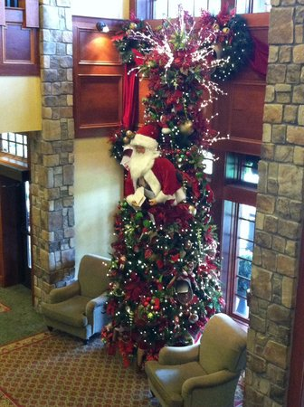 The Inn at Christmas Place: Lower level lobby
