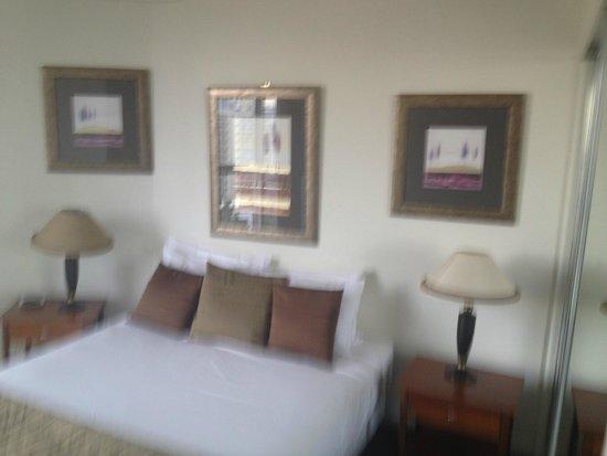 Mantra Towers of Chevron: Bedroom