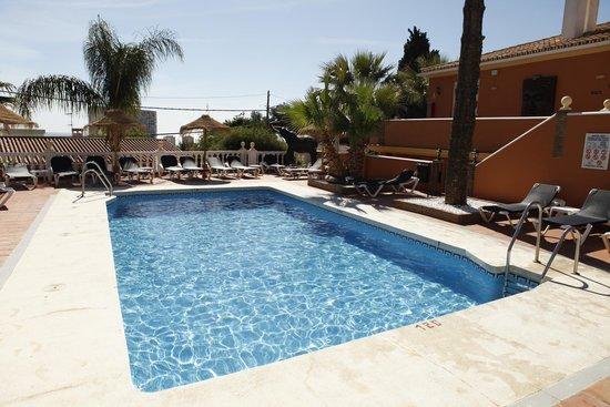 Hotel Zen Airport: piscina