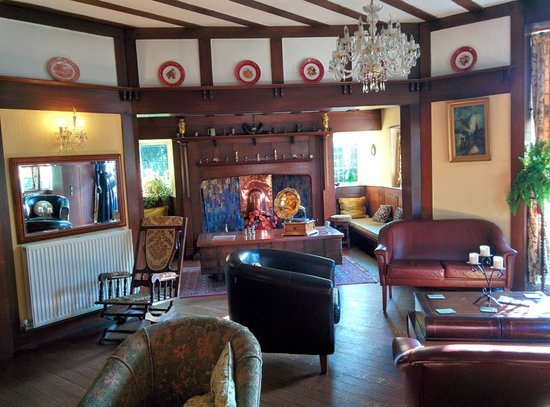 Barons Court Hotel : Public sitting room