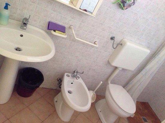 Bagno con doccia grande foto di appartamenti stancaro - Bagno con doccia grande ...