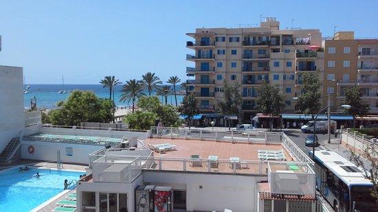 Hotel Amic Miraflores: Вид из нашего 2 окна