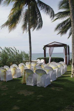 S Tower Isle Wedding Ceremony Setup