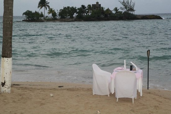 Couples Tower Isle : Private dinner on the beach!