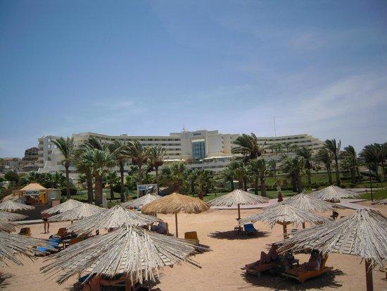 Hilton Hurghada Plaza: Hotel vom Strand