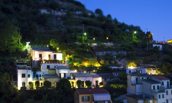Cinqueterre Residence: The hotel at night