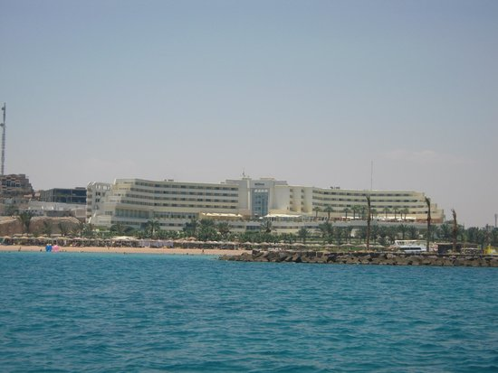 Hilton Hurghada Plaza: Hotel vom Boot aus