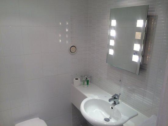 Erskine Bridge Hotel : Bathroom