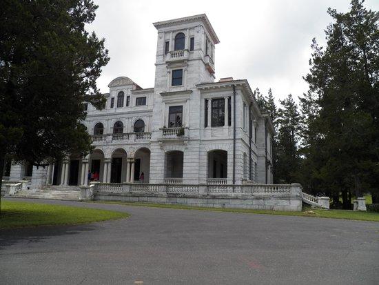 Swannanoa Palace : Sadly beautiful