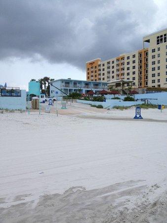 Dream Inn: Hotel view from the Beach