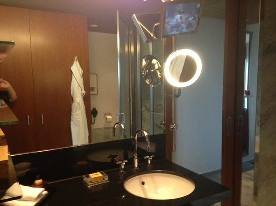 Grand Hyatt Berlin: My Bathroom