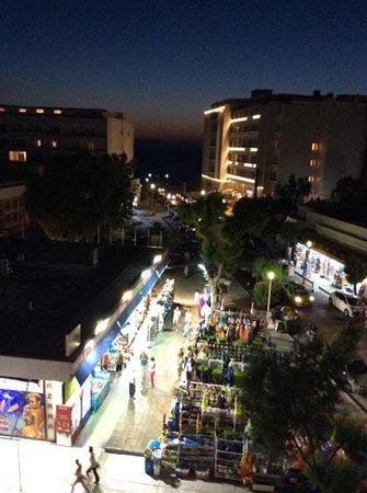 Mitsis Petit Palais Beach Hotel: вид из нашего номера на Эгейское море