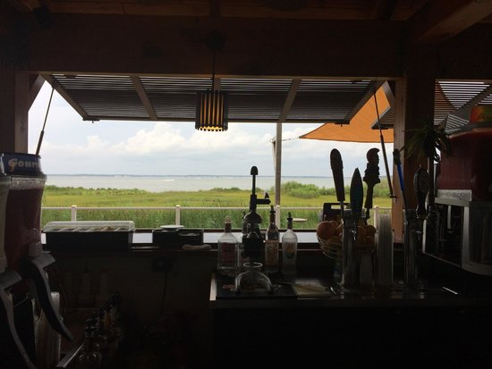 Hampton Inn & Suites Ocean City: Tiki Bar looking out at the bay