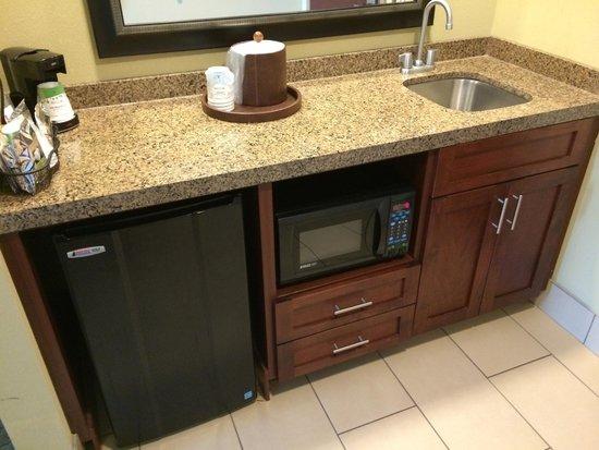 Hampton Inn & Suites Ocean City: Kitchenette in Double Bed Suite