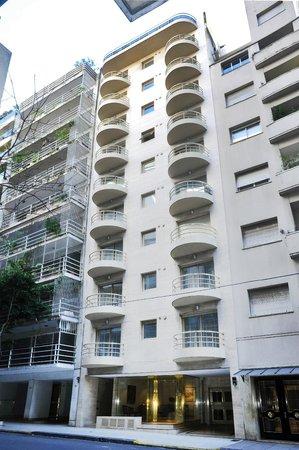 Mayla Apartments: Fachada edificio