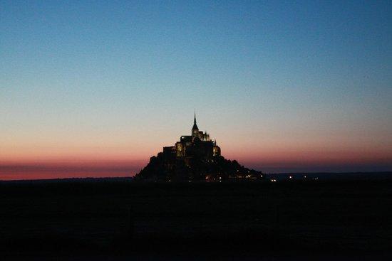 Abbaye du Mont-Saint-Michel : Mont St Michel at night