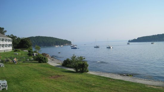 Bar Harbor Inn: View of Frenchman's Bay from the balcony