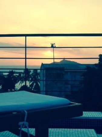 Casa de Isabella - a Kali Hotel: Sunset from our roof top pool