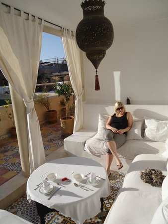 Riad Tizwa : Roof terrace nook