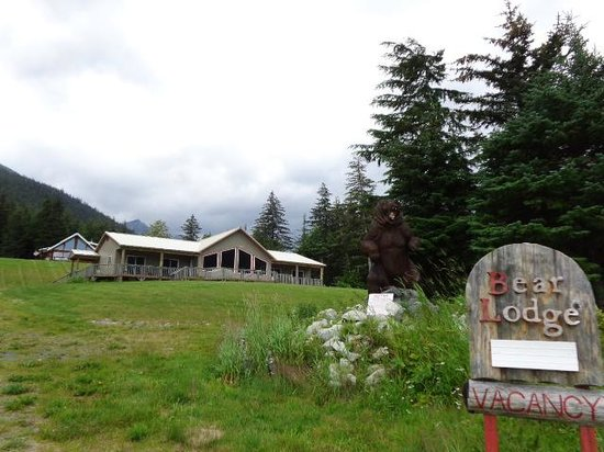 Haines Bear Lodge: The Lodge