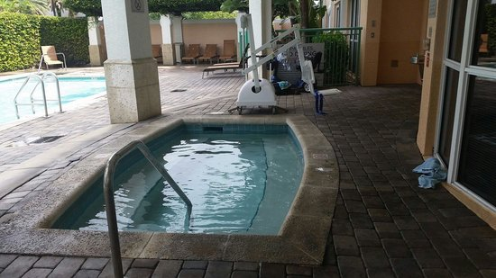 Courtyard by Marriott Fort Lauderdale Airport & Cruise Port : Hut tub whirlpool